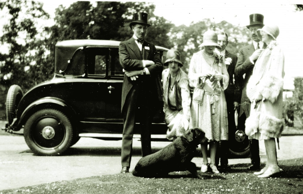 1928 society friends and car